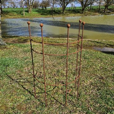 Support plantes en arc de cercle D50xH85cm à piquer en fer rouillé