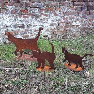 Duo de chatons qui se promènent à poser en fer rouillé