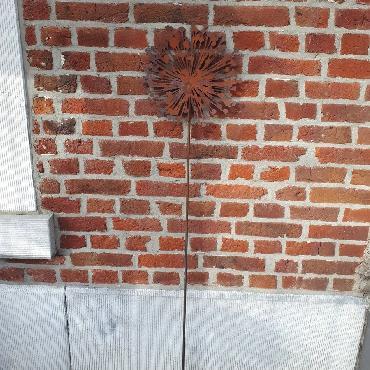 Grande fleur d'ail plate H138cm à piquer en fer rouillé